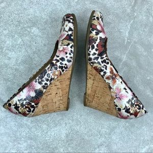 AEROSOLES Shoes - Aerosoles Floral Leopard Plum Tree Wedge Size 7